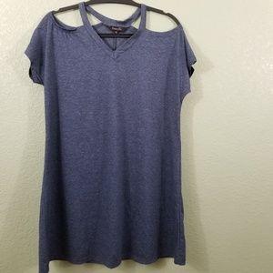 🐠3/$20 NWOT Amaryllis Cold Shoulder T-Shirt